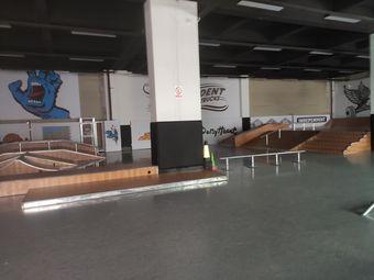 小火人滑板俱乐部