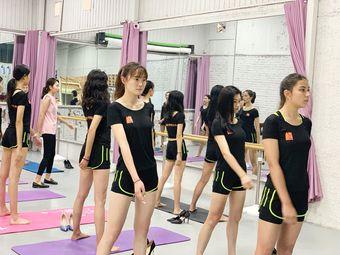 昆明市T台走秀模特培训学校