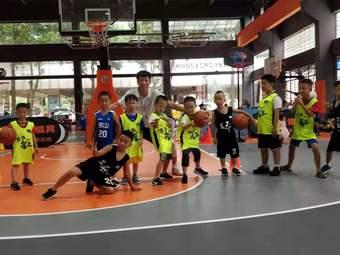 呈康篮球培训