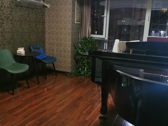 余家兴钢琴工作室