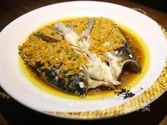 小乔湘湖南菜的双色鱼头