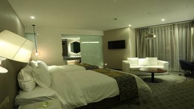 【上海等】上海外滩中南海滨酒店(海湾大厦)1晚+双早+双人上海金茂大厦88层观光厅/上海环球金融中心观光厅-美团
