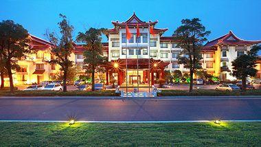 【扬州等】扬州迎宾馆1晚+双人虹桥坊温泉门票+双早-美团