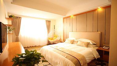 【乐山等】峨眉山新月花园酒店1晚+双人红珠山温泉-美团