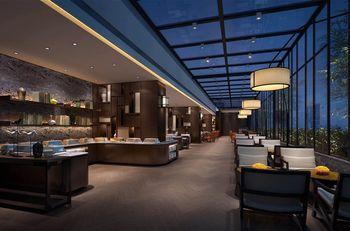 【上海等】上海客莱福诺富特酒店(原康桥诺富特酒店)1晚+双人/2大1小上海迪斯尼1日门票+双早-美团