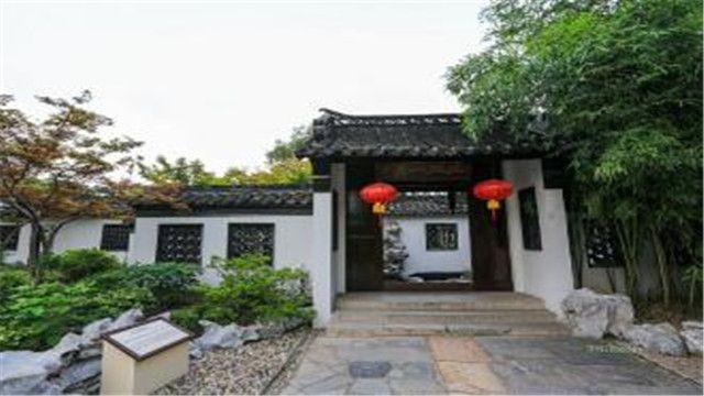 何园是清代后期扬州园林的代表作,为全国重点文物保护单位 扬州个园
