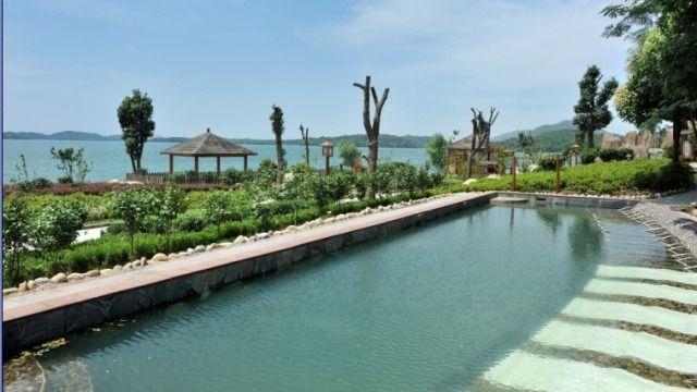 嘉鱼山湖温泉位于湖北省嘉鱼县三湖连江风景区内 ,主要建设有温泉