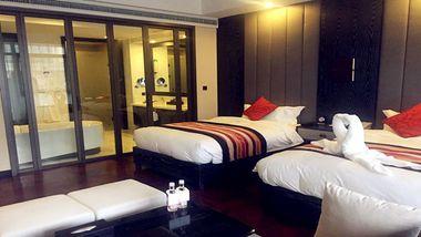 【抚顺等】抚顺热高温泉酒店1晚+双早+双人热高乐园温泉养生门票-美团
