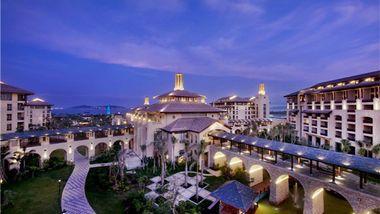 【三亚等】三亚万达文华度假酒店1晚+双早+双人玫瑰谷门票-美团