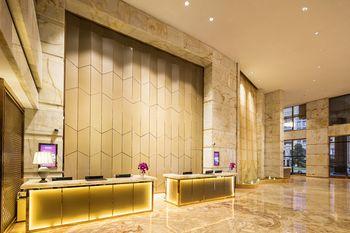 【上海等】上海皇廷世际酒店1晚+双人/2大1小上海迪斯尼1日门票+双早-美团