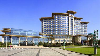 【扬州等】扬州皇冠假日酒店1晚+双人瘦西湖等多景点可选+双人自助早餐-美团