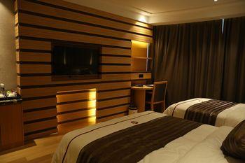【上海等】上海富颐国际大酒店(上海国际旅游度假区周浦店)1晚+双人迪士尼门票+双早-美团