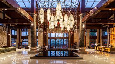 【五指山等】五指山亚泰雨林度假酒店1晚+双早+双人红峡谷漂流等多景点门票-美团