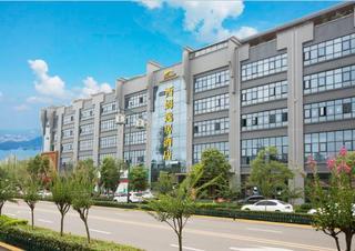 隆昌莲峰公园西姆逸居酒店