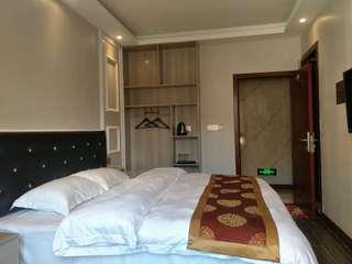 松铜主题酒店