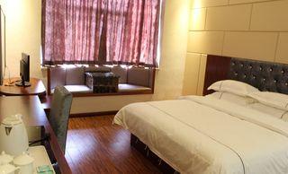 速8酒店(乳山深圳路店)