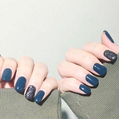 蓝色时尚简约美甲图