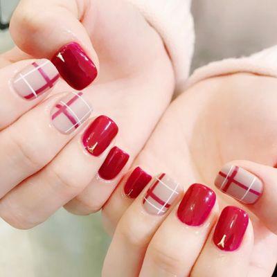 红色格子美甲款式图