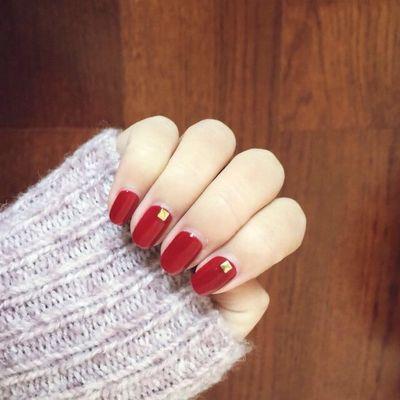红色钻饰美甲款式图