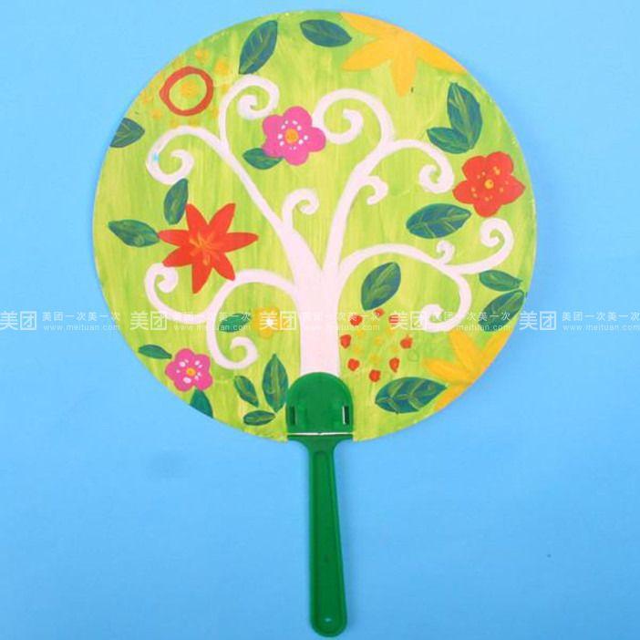 圆形空白扇子梅花画儿童画展示