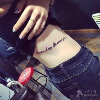 腰间文字英文字母与纹身款式图