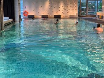 斯博特国际游泳培训中心(金叶岛店)