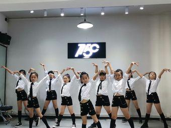 1758街舞艺术培训学校