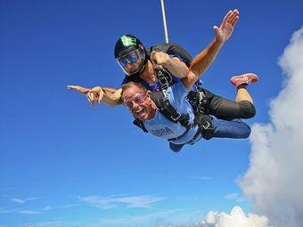 远景飞行跳伞服务