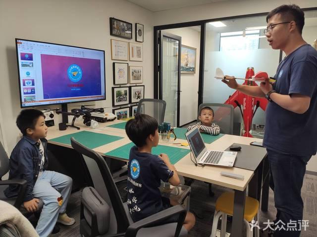 飞行者航模俱乐部 航宇科学·无人机·固定翼·穿越机 综评比赛·高水平学习