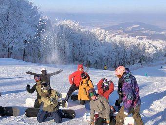 雪族滑雪学校
