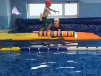 Little swirrior游泳