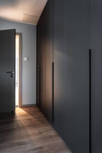 3-5万130平米四室两厅现代简约风格衣帽间欣赏图