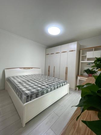 经济型120平米三室三厅现代简约风格卧室效果图