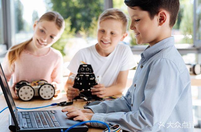 昂立STEM机器人编程科学实验乐高思维创造力(惠山万达中心店)