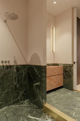 130平米一室两厅轻奢风格卫生间图片大全