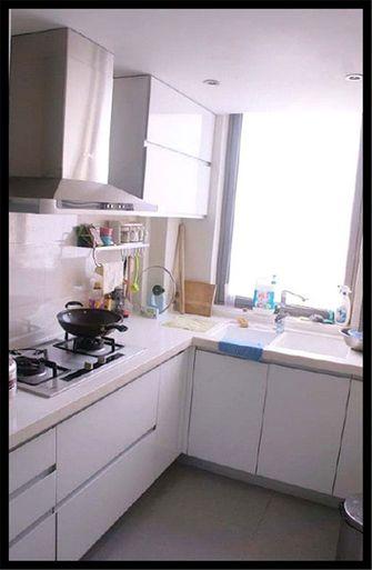 110平米三现代简约风格厨房欣赏图
