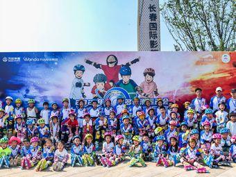 多多运动冰雪轮滑俱乐部(高新校区)
