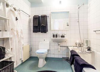 富裕型130平米三现代简约风格卫生间装修效果图