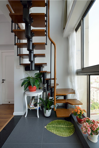 110平米三现代简约风格阳台设计图