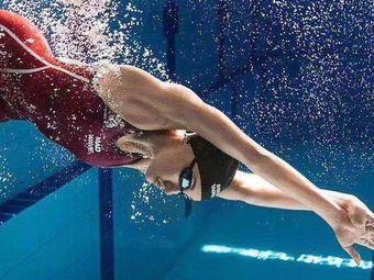 洰思特游泳培训