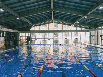 华美达巨石游泳健身