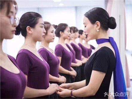 朵雅时尚礼仪形体气质培训中心(和平校区)
