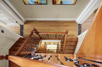 美式风格楼梯间装修效果图