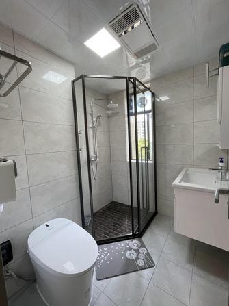10-15万三室两厅现代简约风格卫生间设计图