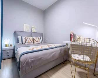 富裕型90平米三室三厅轻奢风格青少年房装修案例
