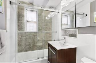 130平米三室两厅轻奢风格卫生间装修效果图