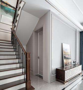 美式风格楼梯间装修案例