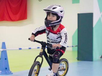 骑二无比儿童滑步车综合运动馆平衡车体适能