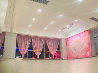 品凝舞蹈形体礼仪学院