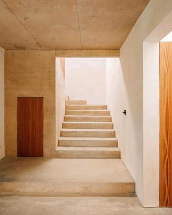 140平米三现代简约风格楼梯间图